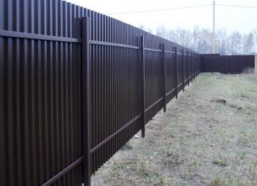 Замовити будівництво парканів металевих з металопрофілю профнастилу в Херсоні під ключ або найняти будівельну бригаду